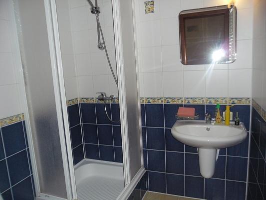 3-комнатная квартира посуточно в Одессе. Киевский район, ул. Авдеева-Черноморского, 2б. Фото 1