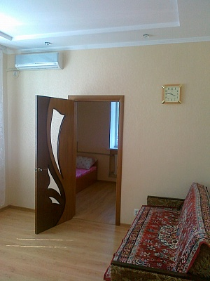 2-комнатная квартира посуточно в Бердянске. ул. Дюмина, 65. Фото 1