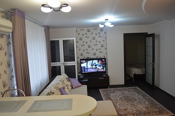 2-комнатная квартира посуточно в Донецке. Ворошиловский район, пр-т Комсомолский, 33. Фото 1
