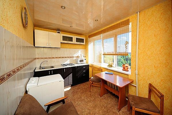 1-комнатная квартира посуточно в Донецке. Калининский район, пр-т Ильича, 85. Фото 1