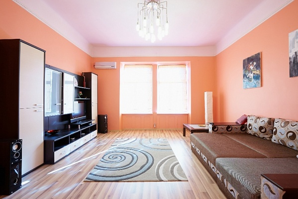 1-комнатная квартира посуточно в Львове. Галицкий район, пл. Даниила Галицкого, 3. Фото 1