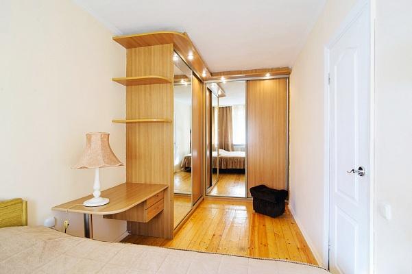 3-комнатная квартира посуточно в Феодосии. ул. Боевая, 7. Фото 1