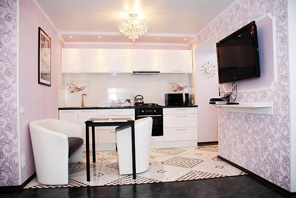 1-комнатная квартира посуточно в Донецке. Ворошиловский район, ул. Комсомольский, 32. Фото 1