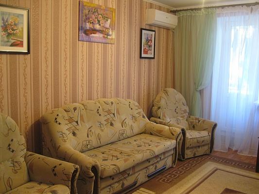 3-комнатная квартира посуточно в Ильичёвске. пр-т Мира (ул. Ленина), 26. Фото 1
