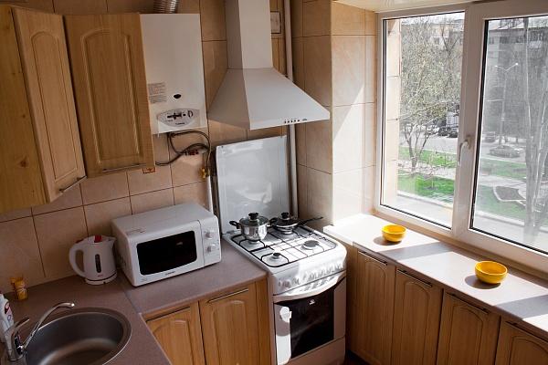 1-комнатная квартира посуточно в Донецке. Калининский район, б-р Шевченко, 16. Фото 1