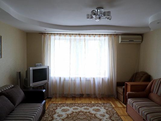 2-комнатная квартира посуточно в Бердянске. ул. Мазина, 52. Фото 1