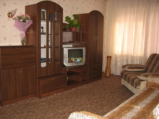 1-комнатная квартира посуточно в Киеве. Дарницкий район, пр.Бажана, 5г. Фото 1