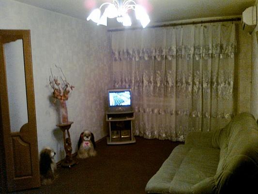 2-комнатная квартира посуточно в Донецке. Ворошиловский район, ул. Артема, 90. Фото 1