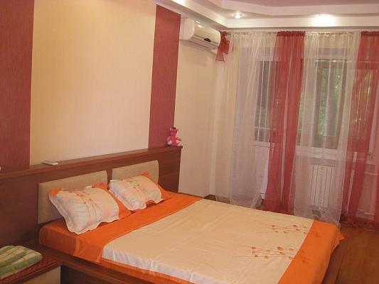 2-комнатная квартира посуточно в Одессе. Малиновский район, ул. Академика Филатова, 46. Фото 1
