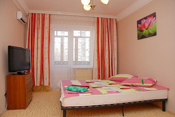 1-комнатная квартира посуточно в Киеве. Оболонский район, ул. Героев Днепра, 25. Фото 1