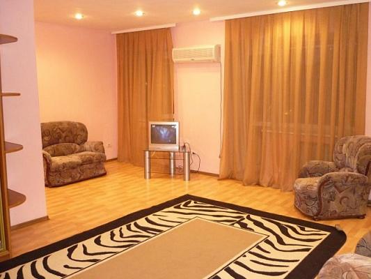 3-комнатная квартира посуточно в Никополе. Никополь, Усова ,, 20. Фото 1