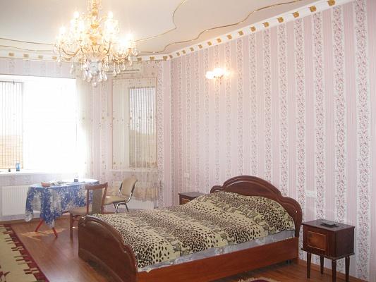 1-комнатная квартира посуточно в Ильичёвске. пер. Хантадзе, 7. Фото 1