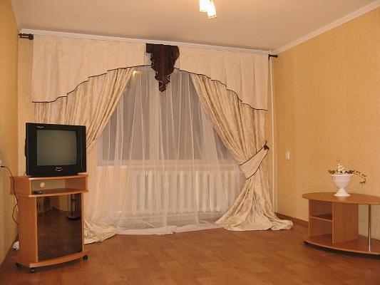 1-комнатная квартира посуточно в Кременчуге. ул. 1905 года, 7. Фото 1