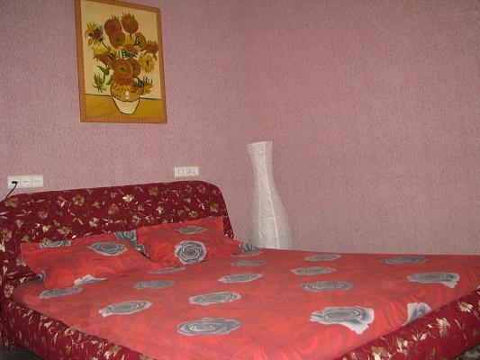 2-комнатная квартира посуточно в Харькове. Дзержинский район, пр-т Науки (Ленина), 7. Фото 1