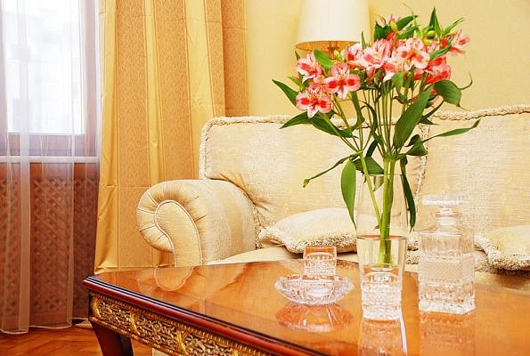 4-комнатная квартира посуточно в Киеве. Шевченковский район, Крещатик , 8б. Фото 1