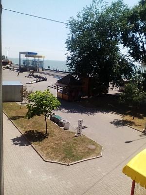 2-комнатная квартира посуточно в Бердянске. ул. Горького, 39. Фото 1