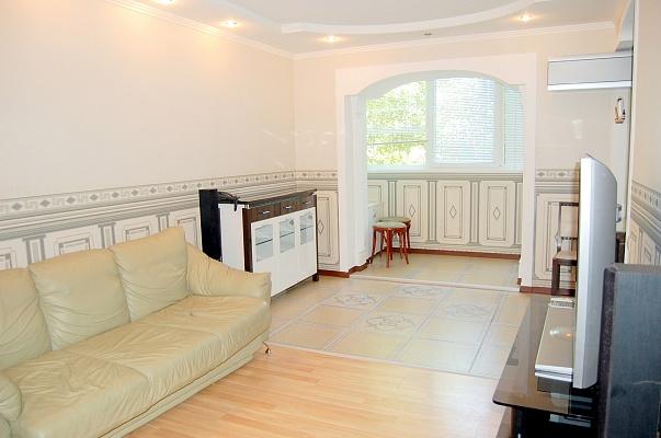 3-комнатная квартира посуточно в Донецке. Киевский район, ул. Артема, 88а. Фото 1