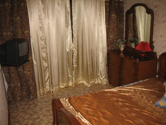 2-комнатная квартира посуточно в Бердянске. ул. Карла Маркса, 49. Фото 1