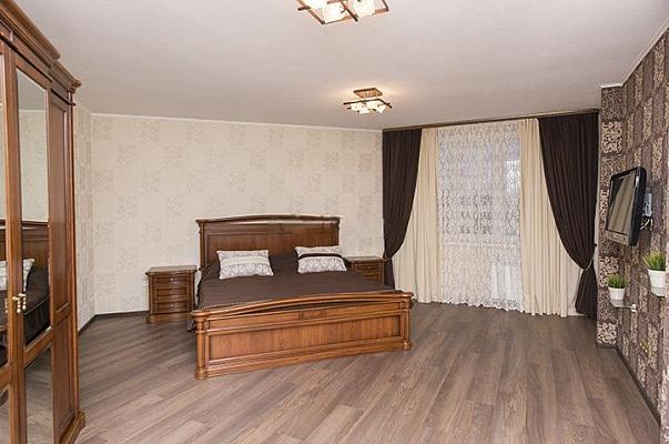 2-комнатная квартира посуточно в Ивано-Франковске. ул. Галицкая, 88. Фото 1