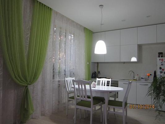 1-комнатная квартира посуточно в Харькове. Дзержинский район, ул. Cергея Есенина, 1. Фото 1