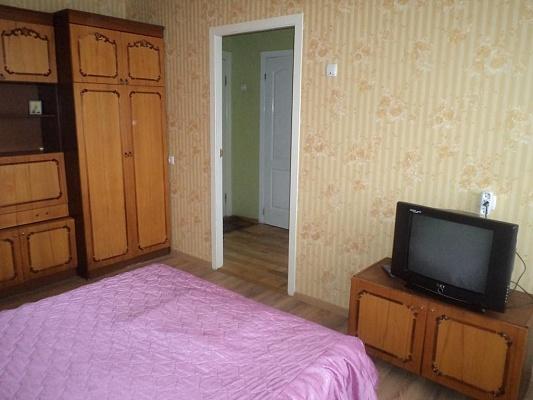 1-комнатная квартира посуточно в Киеве. Оболонский район, ул. Лайоша Гавро, 24-Б. Фото 1