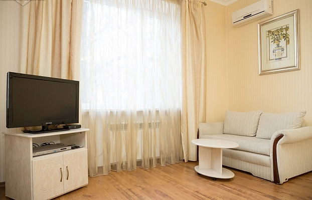 1-комнатная квартира посуточно в Запорожье. Орджоникидзевский район, пр-т Маяковского, 3а. Фото 1