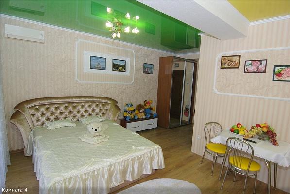 1-комнатная квартира посуточно в Алуште. ул. Платановая, 1. Фото 1
