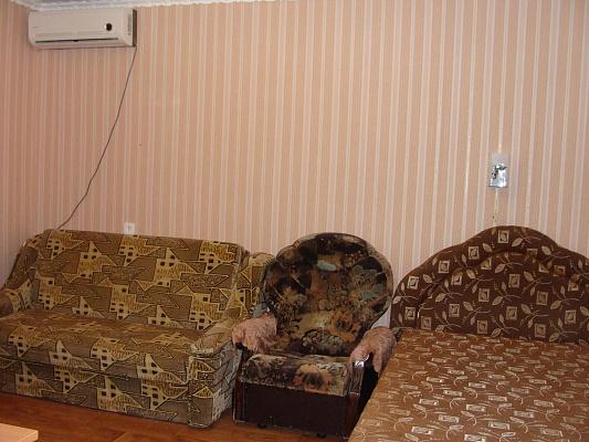 1-комнатная квартира посуточно в Евпатории. ул. Дёмышева, 108. Фото 1