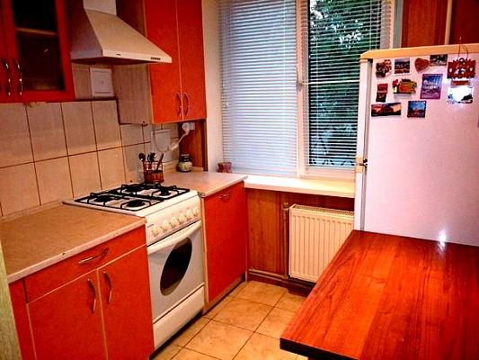 2-комнатная квартира посуточно в Никополе. ул. Электрометаллургов, 42 а. Фото 1