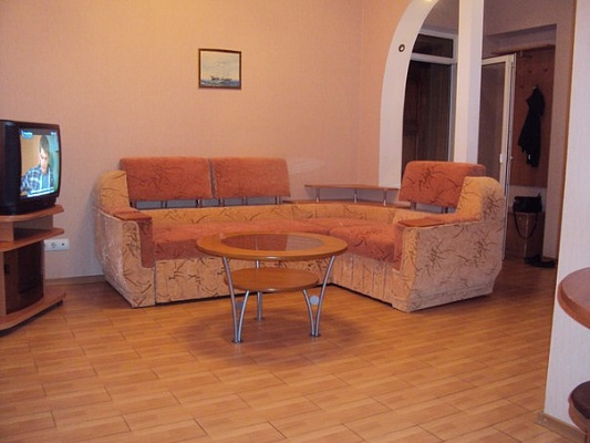 2-комнатная квартира посуточно в Керчи. ул. Борзенко, 44. Фото 1