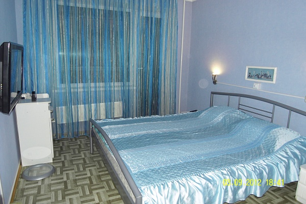 2-комнатная квартира посуточно в Южноукраинске. пр-т Независимости (Ленина), 18. Фото 1