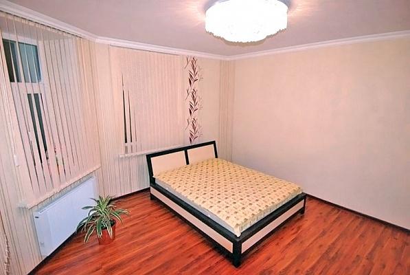 3-комнатная квартира посуточно в Ялте. ул. Кирова, 39. Фото 1