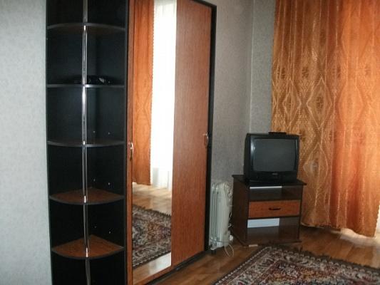 1-комнатная квартира посуточно в Донецке. Ворошиловский район, ул. Университетская, 21. Фото 1