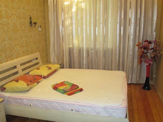 2-комнатная квартира посуточно в Запорожье. Жовтневый район, ул. Дзержинского, 31. Фото 1