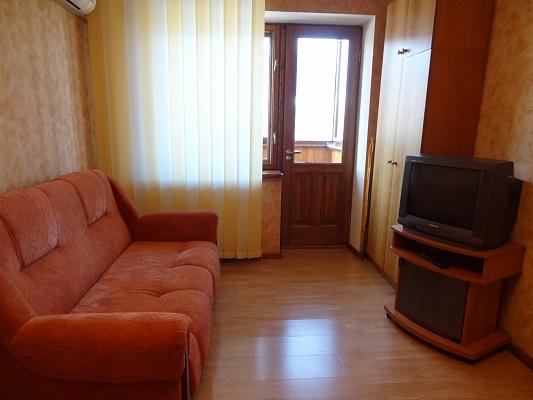 1-комнатная квартира посуточно в Кировограде. Ленинский район, ул. Володарского, 3. Фото 1