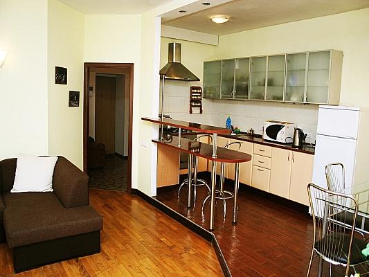 3-комнатная квартира посуточно в Киеве. Печерский район, ул. Шота Руставели, 20в. Фото 1