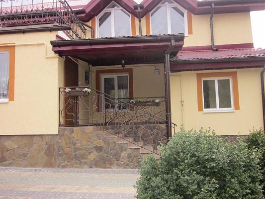 3-комнатная квартира посуточно в Львове. Зализнычный район, ул. Скниловская, 57/а. Фото 1