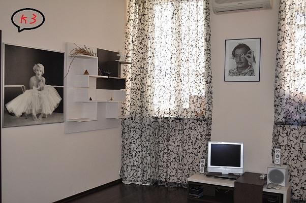 2-комнатная квартира посуточно в Одессе. Приморский район, Веры Инбер, 17. Фото 1