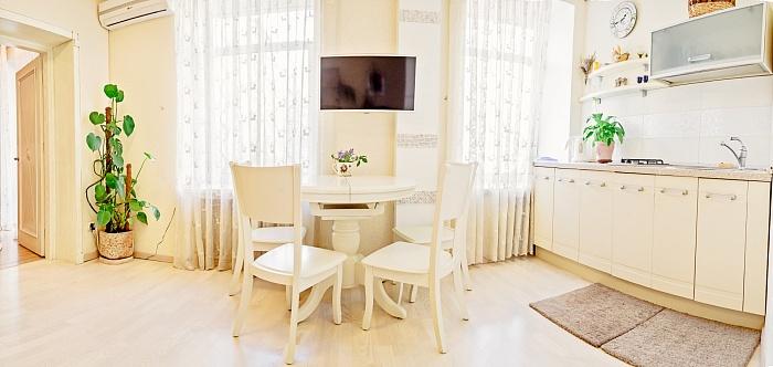 2-комнатная квартира посуточно в Одессе. Приморский район, ул. Греческая, 31. Фото 1