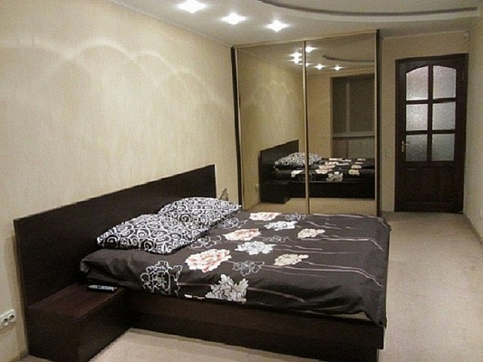 1-комнатная квартира посуточно в Харькове. Дзержинский район, пр-т Науки, 21-А. Фото 1