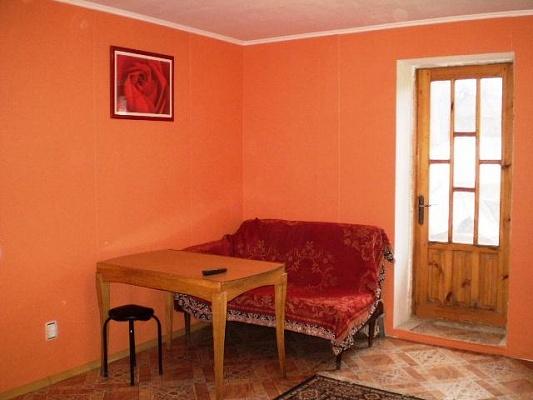 2-комнатная квартира посуточно в Симферополе. Киевский район, ул. Зои Жильцовой, 13. Фото 1