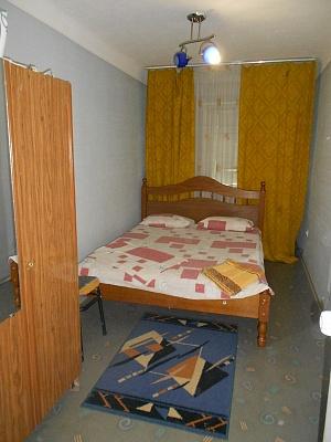 2-комнатная квартира посуточно в Днепропетровске. Октябрьский район, пр-т Гагарина, 141. Фото 1