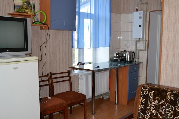 1-комнатная квартира посуточно в Бердянске. ул. Коммунаров, 53. Фото 1