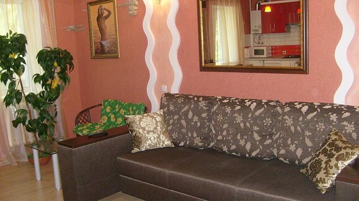 2-комнатная квартира посуточно в Днепропетровске. Октябрьский район, пр-т Гагарина, 97. Фото 1