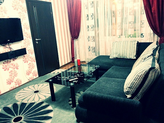 3-комнатная квартира посуточно в Павлограде. ул. Ленинградская, 31. Фото 1