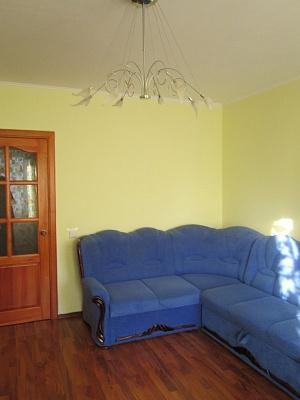1-комнатная квартира посуточно в Киеве. Дарницкий район, ул. А. Ахматовой, 35б. Фото 1