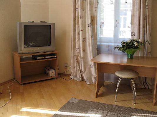 2-комнатная квартира посуточно в Львове. Галицкий район, Дорошенка, 64. Фото 1
