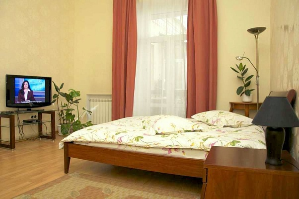 2-комнатная квартира посуточно в Киеве. Шевченковский район, ул. Лысенко, 1. Фото 1