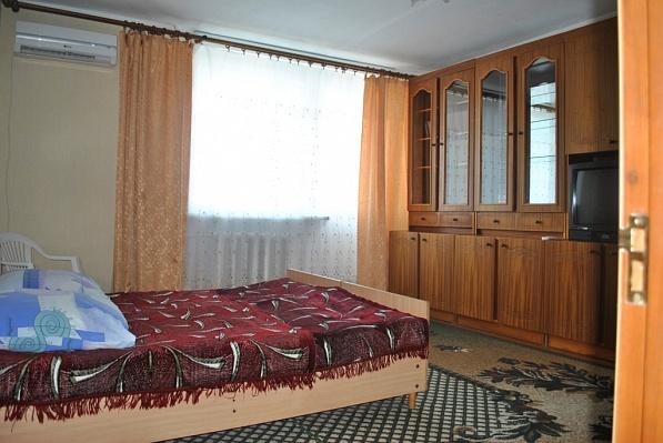 1-комнатная квартира посуточно в Евпатории. ул. Ленина, 56. Фото 1