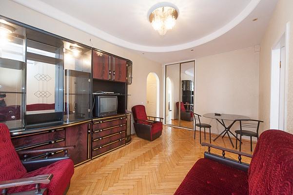 2-комнатная квартира посуточно в Киеве. Голосеевский район, ул. Красноармейская, 114. Фото 1